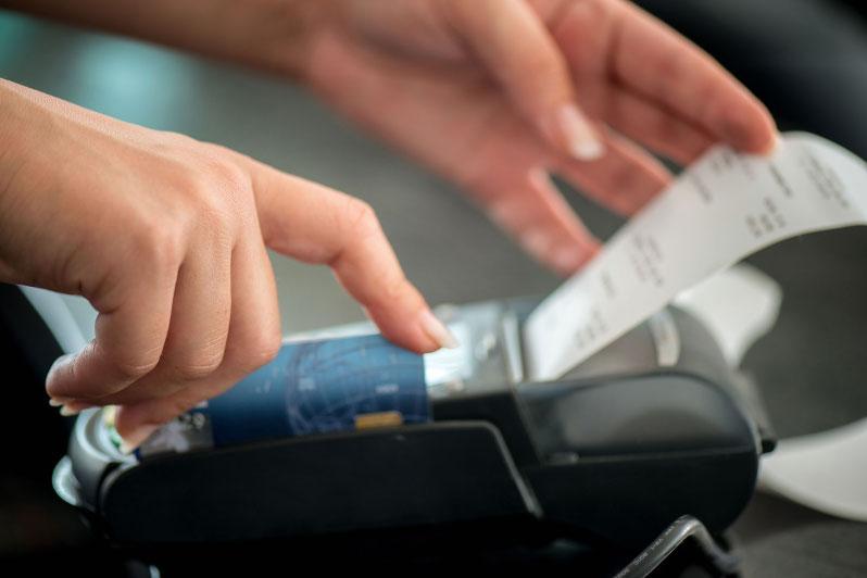 Почему опасно оставлять чеки в магазине