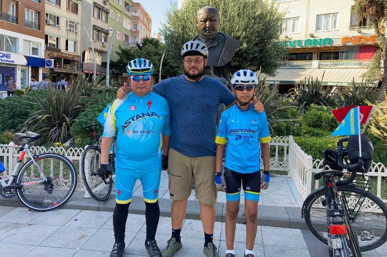 Волонтер Дамир Көшеев Түркияда 3 мың шақырымды велосипедпен жүріп өтті