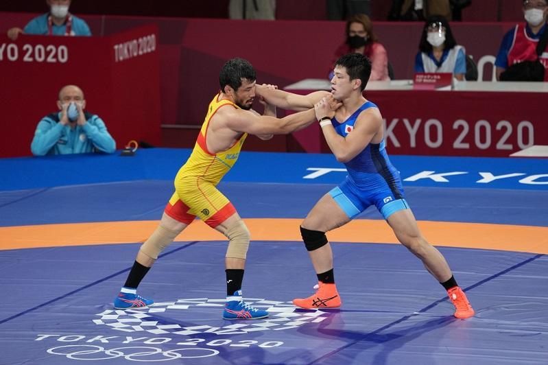 Казахстанский борец проиграл в 1/8 финала Олимпиады в Токио