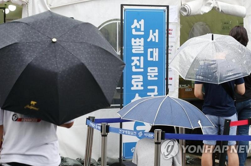 New infections dip on fewer tests; COVID-19 cases top 200,000 in S.Korea