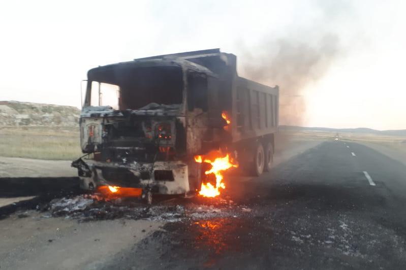 Два автомобиля загорелись на ходу в ВКО