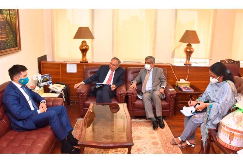 哈萨克斯坦大使会见巴基斯坦总理商务顾问