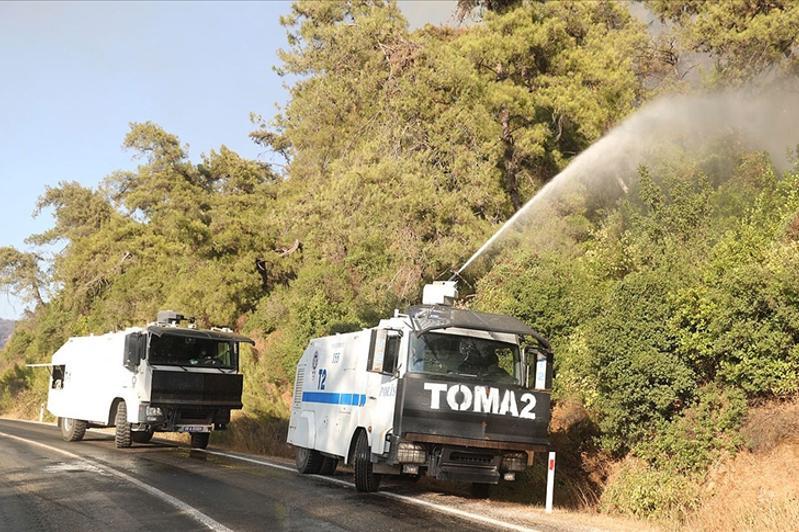 Дополнительную технику используют в тушении пожаров в Турции