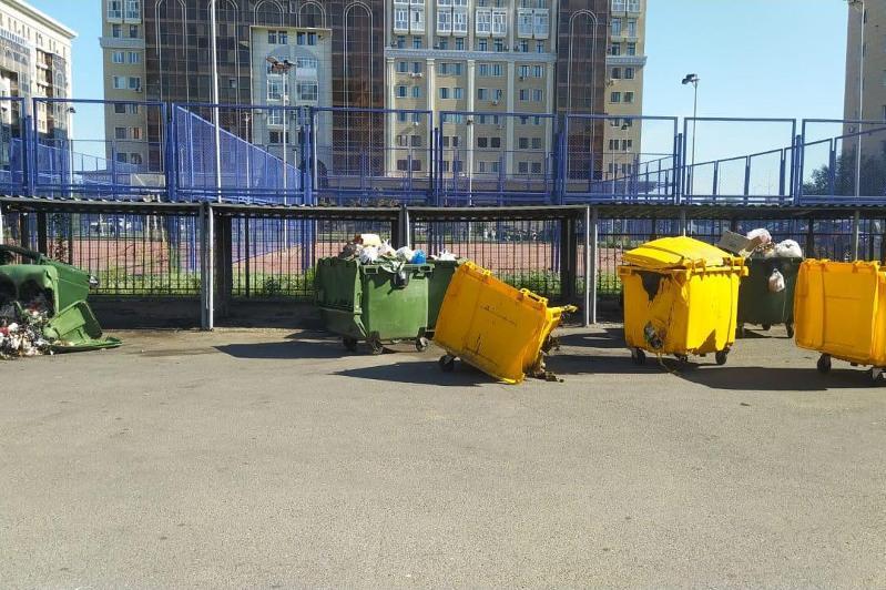 36 мусорных контейнеров подожгли в Нур-Султане