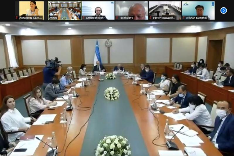 各国学者就乌兹别克斯坦政治体制改革进行讨论