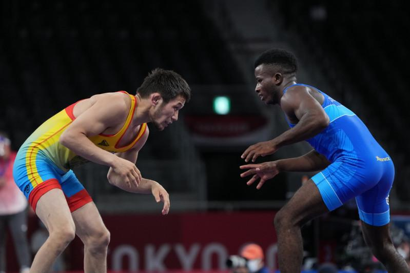 东京奥运:哈萨克斯坦摔跤运动员晋级1/4决赛