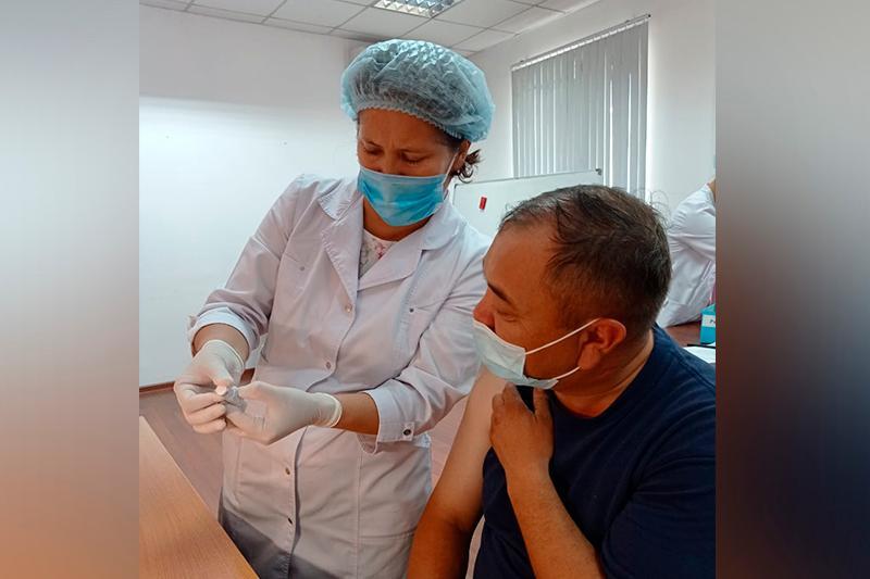 Уроки пандемии: Сотрудники Алматинского вентиляторного завода привились в полном составе