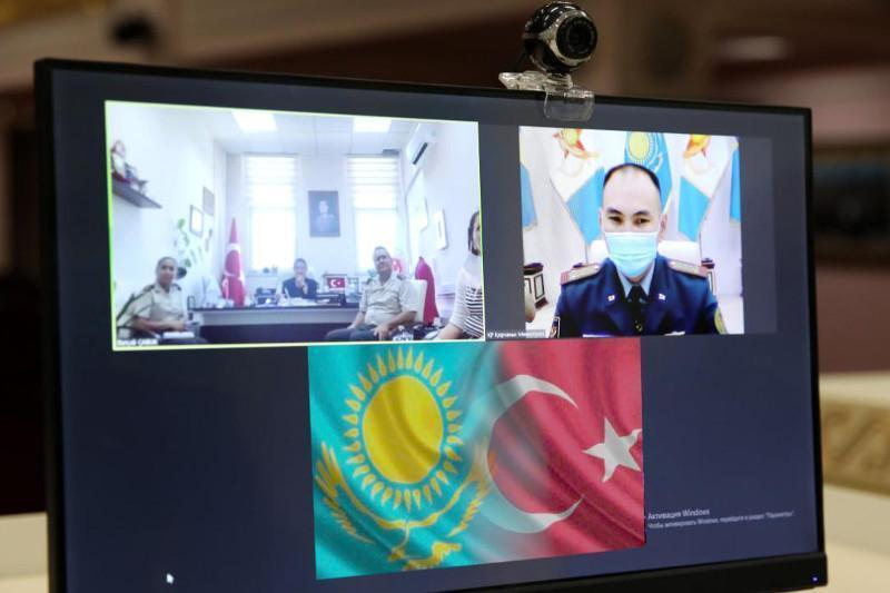 哈萨克斯坦和土耳其国防部代表讨论合作问题