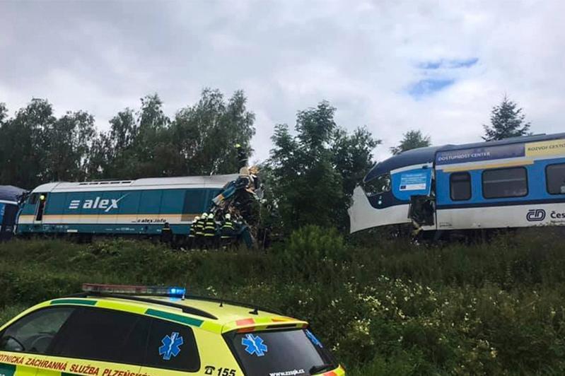 捷克发生火车相撞事故致2人死亡