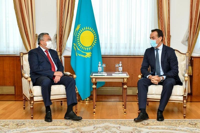 Kazakh FM receives foreign ambassadors