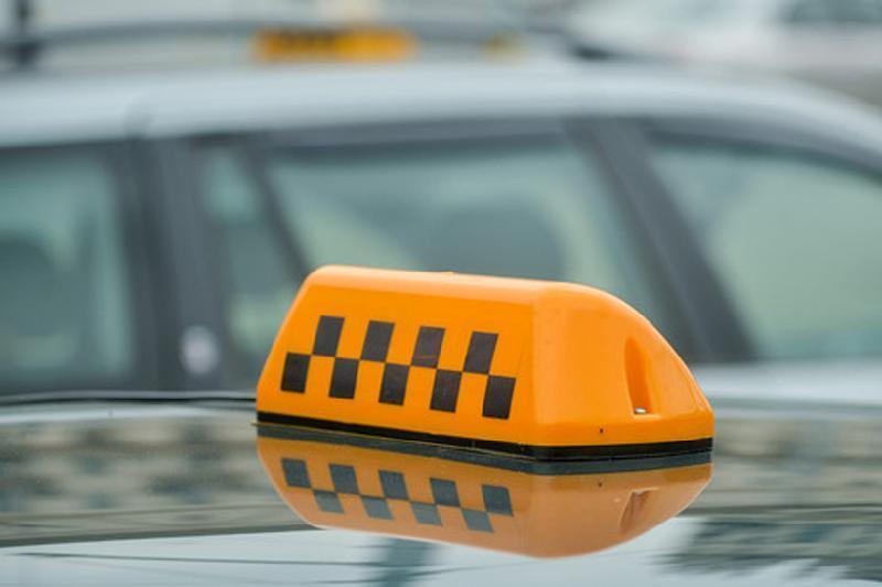 Елорда жолдарында таксиге арналған арнайы орындар жабдықталуда