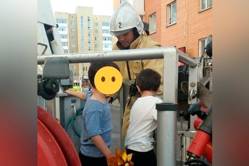 Двоих детей спасли от падения с 10-го этажа в Нур-Султане
