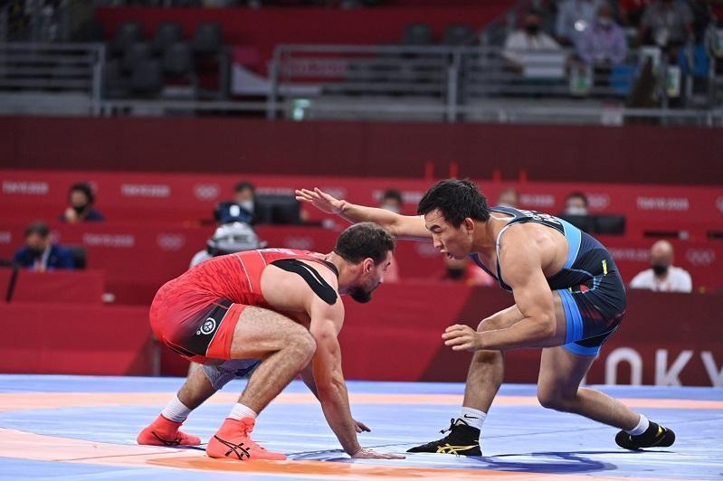 东京奥运会:哈萨克斯坦摔跤选手晋级半决赛