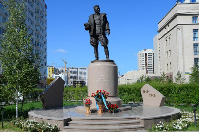 Военнослужащие почтили память Талгата Бегельдинова в Нур-Султане