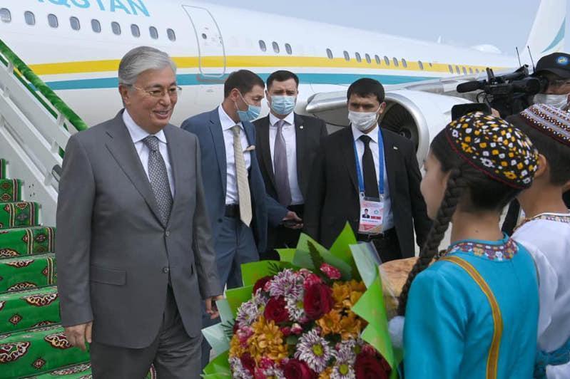 托卡耶夫总统对土库曼斯坦进行工作访问
