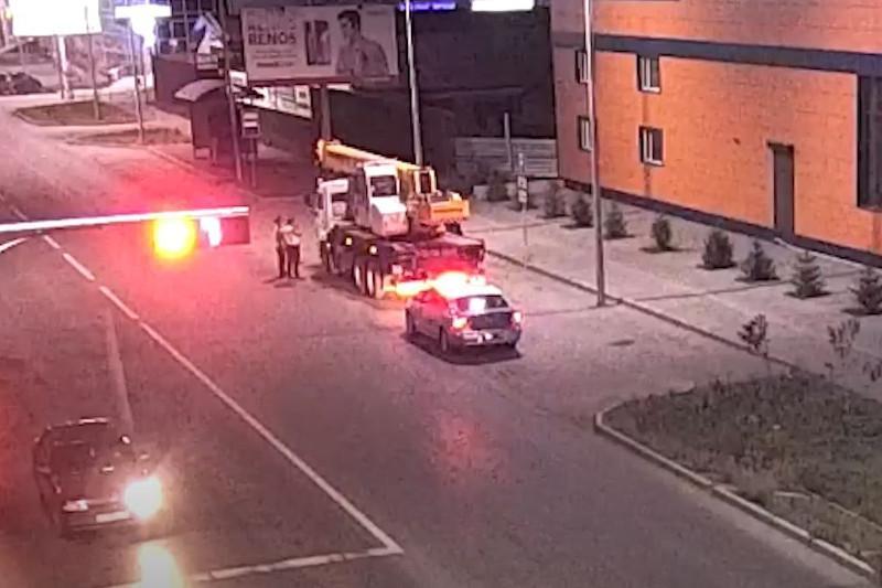 Пьяный водитель без прав катался на автокране по Кокшетау