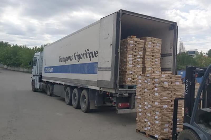 Школьные учебники доставляют в Караганду