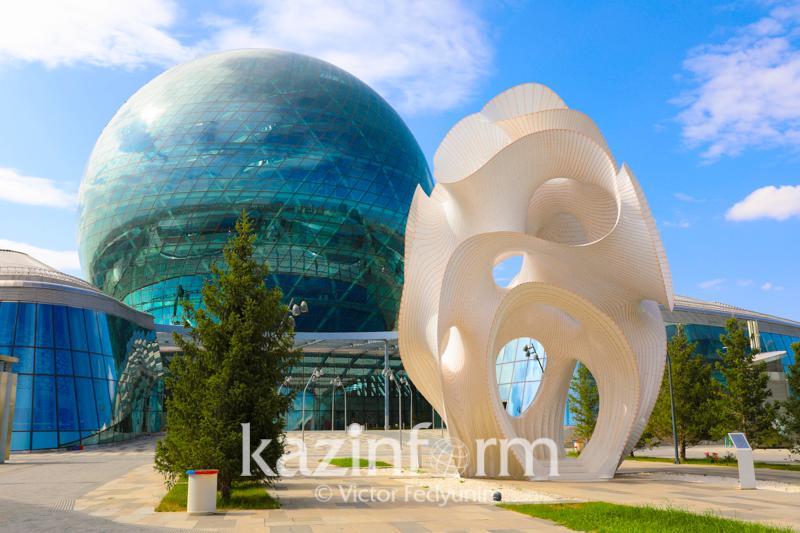 Алып ер-тұрман, бетон пернетақта, Пиксель-адам: EXPO қалашығында ерекше көрме өтіп жатыр