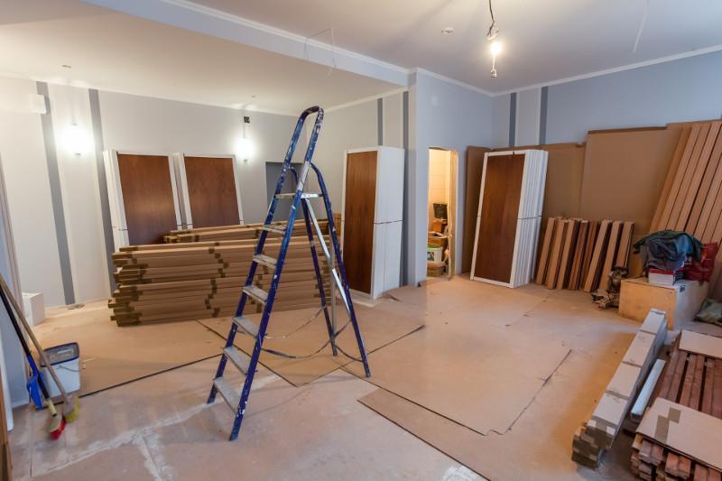 В столице нанятый для ремонта квартиры рабочий украл стройматериалы