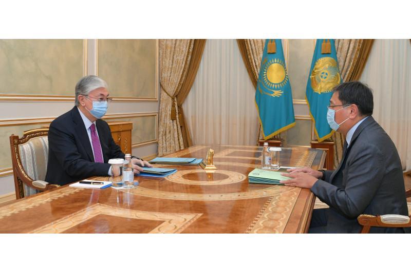 Qasym-Jomart Toqaev Ulttyq bank tóraǵasy Erbolat Dosaevtyń esebin tyńdady