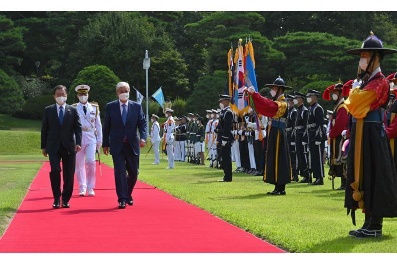 托卡耶夫总统对韩国进行的国事访问欢迎仪式短片