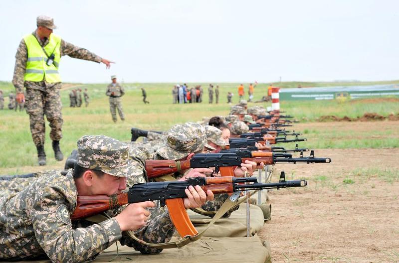 哈萨克斯坦军队提高警惕