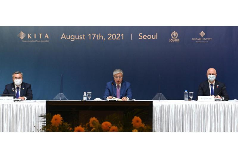 托卡耶夫总统出席哈韩商务圆桌会议