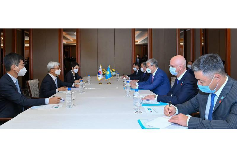 哈萨克斯坦总统会见韩国大型企业领导层