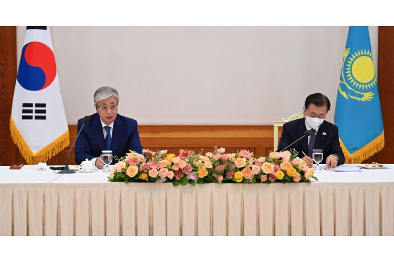 哈韩两国元首出席商界人士座谈会