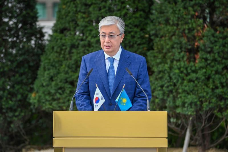 总统新闻秘书公布托卡耶夫总统出席首尔阿拜半身像揭幕仪式视频