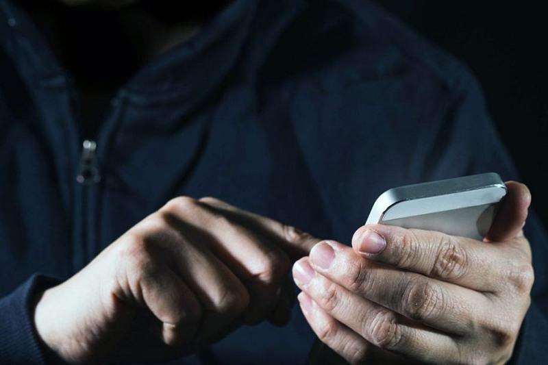 Бездоказательно: «Мошенники блокируют телефоны привитых людей»