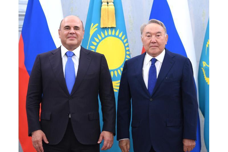 首任总统纳扎尔巴耶夫会见俄罗斯总理米舒斯京