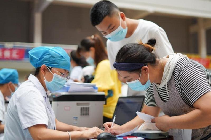 Уровень вакцинации от COVID-19 в Китае может превысить 80% к концу года – китайский эпидемиолог