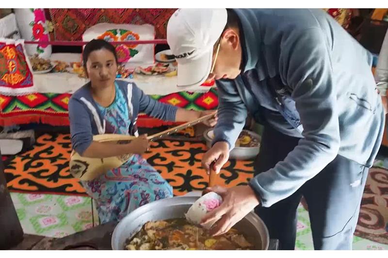 Моңғолияда министр қазақ отбасында тамақ жасап көрсетті -Шетелдегі қазақ тілді БАҚ-қа шолу
