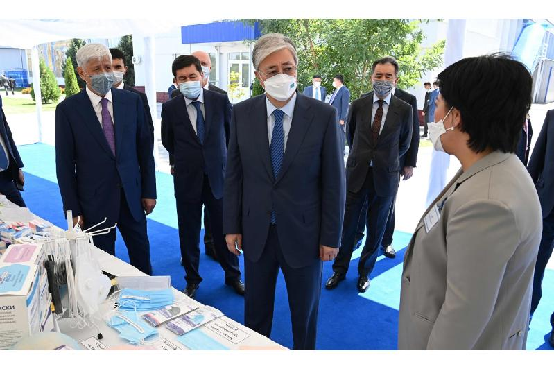 托卡耶夫总统视察阿拉木图州医疗产品生产企业