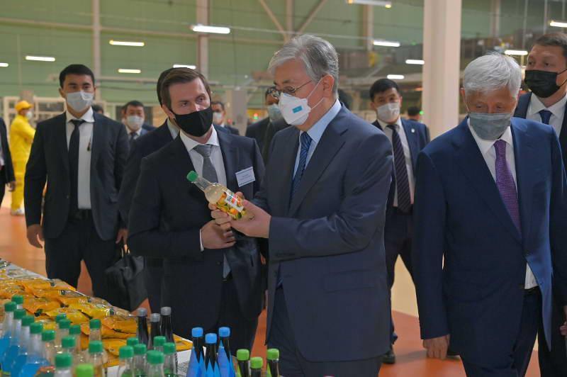 托卡耶夫总统参观玛雷文食品天山有限公司