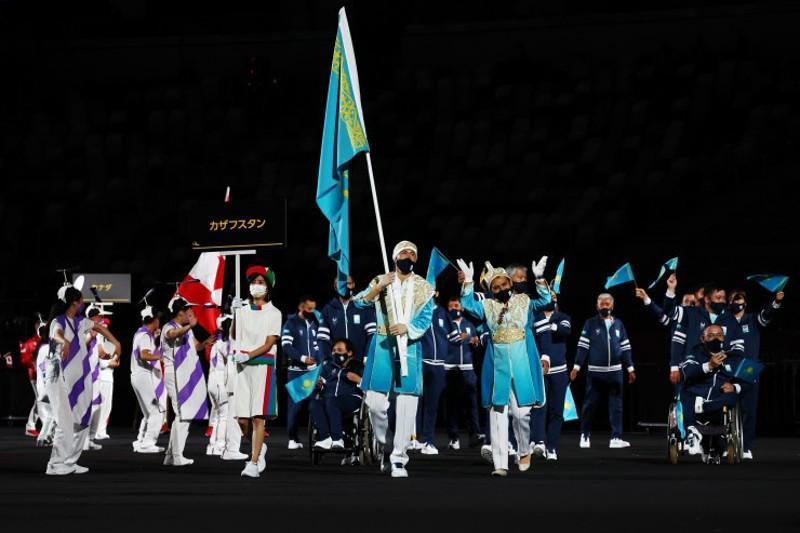 东京残奥会开幕式:哈萨克斯坦代表团入场