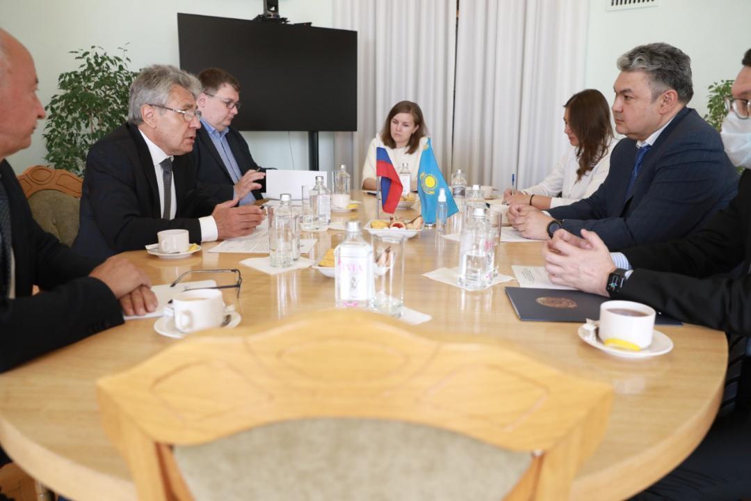 哈萨克斯坦大使会见俄罗斯科学院院长