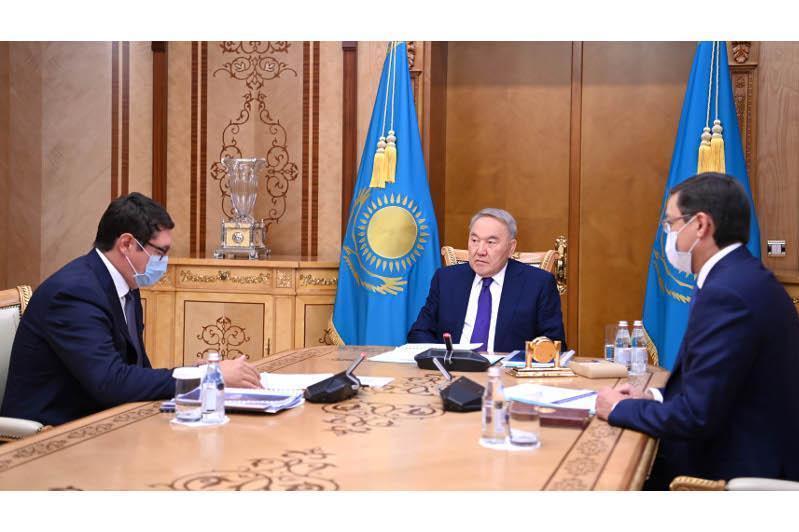 """纳扎尔巴耶夫接见""""萨姆鲁克-卡泽纳""""国家基金董事会主席"""