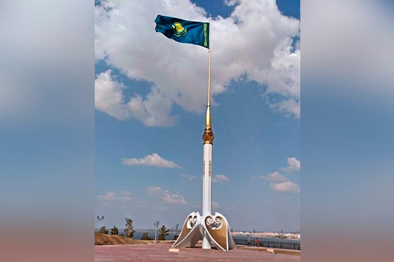 Государственный флаг разместили на самой высокой точке Кокшетау