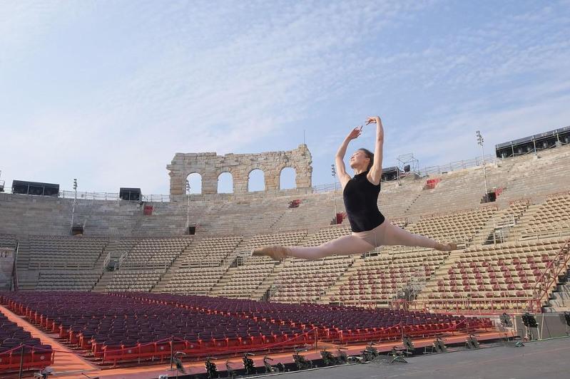 Астаналық прима-балерина Римдегі аспан асты амфитеатрында өнер көрсетті