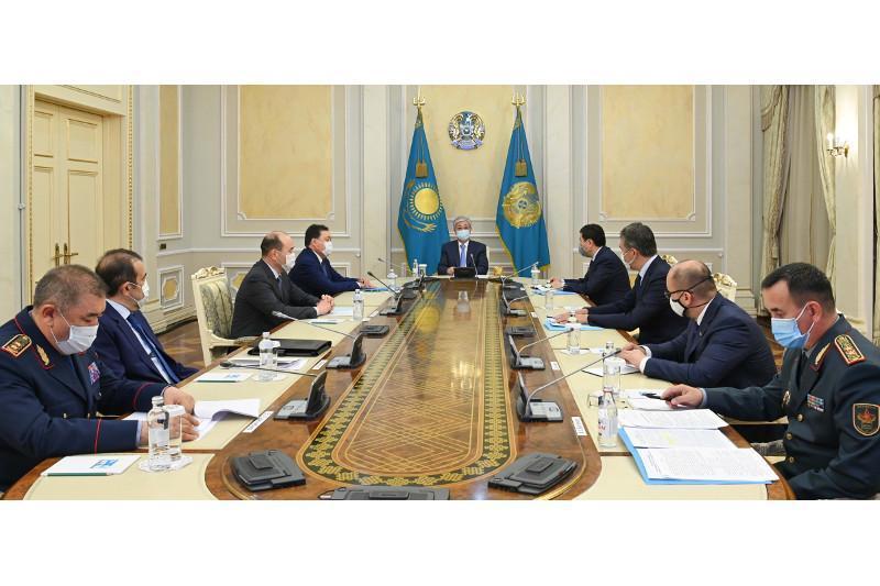 托卡耶夫总统就江布尔州军火库爆炸事故召开紧急会议