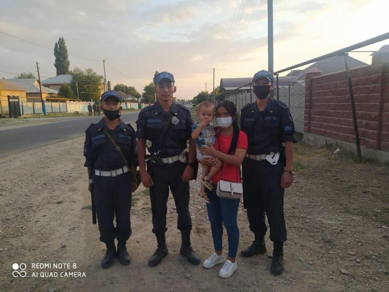 Потерявшегося во время взрывов ребенка нашли гвардейцы в Жамбылской области