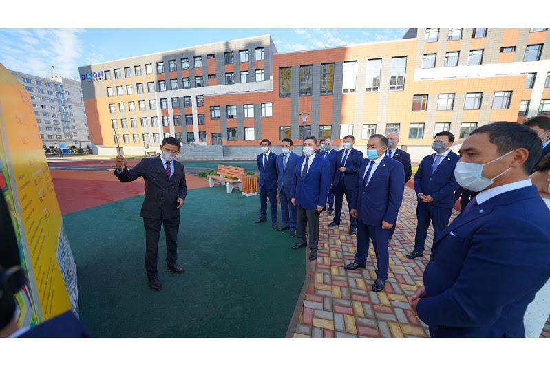 政府总理出席BINOM和Quantum STEM创新学校揭幕仪式
