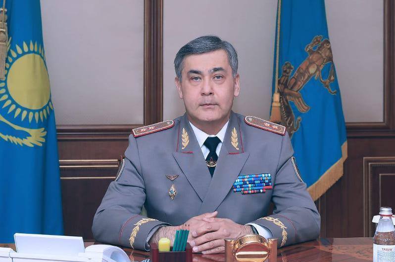 托卡耶夫总统批准国防部长辞职请求