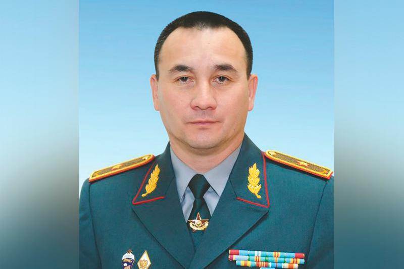 穆拉特·别克塔诺夫出任国防部部长