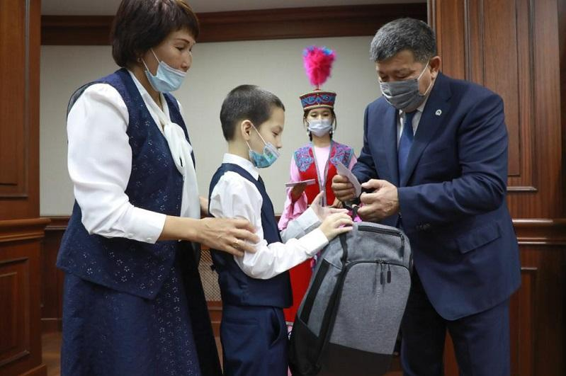 Дорога в школу: 7000 особенных детей получили сертификаты в Атырауской области
