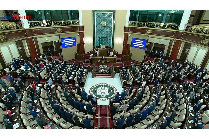 哈萨克斯坦第七届议会第二会期正式开始