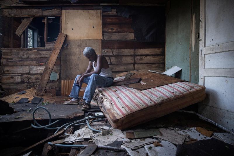 """飓风""""艾达""""已致美国南部至少四人死亡 超百万用户断电"""