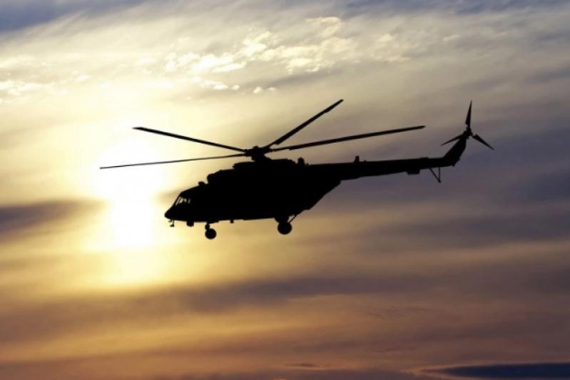 美国一海军直升机在加州沿海坠毁